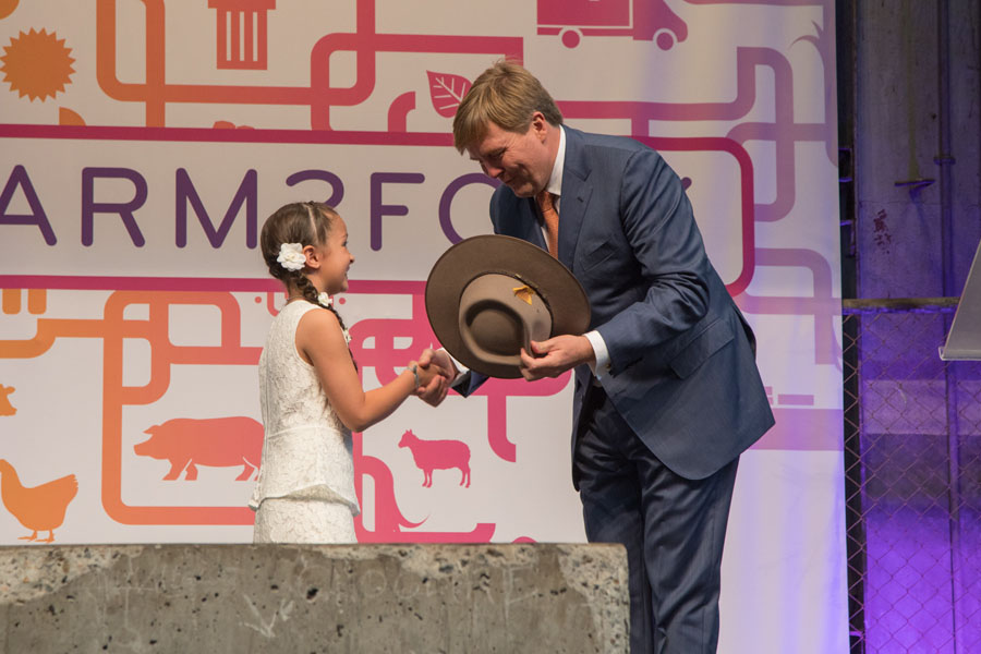 9 year old Hope Hewa presenting King Willem-Alexander of The Netherlands with an Akubra