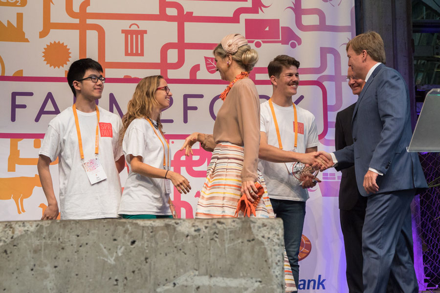 King Willem-Alexander and Queen Maxima presenting the awards for FoodBytes!